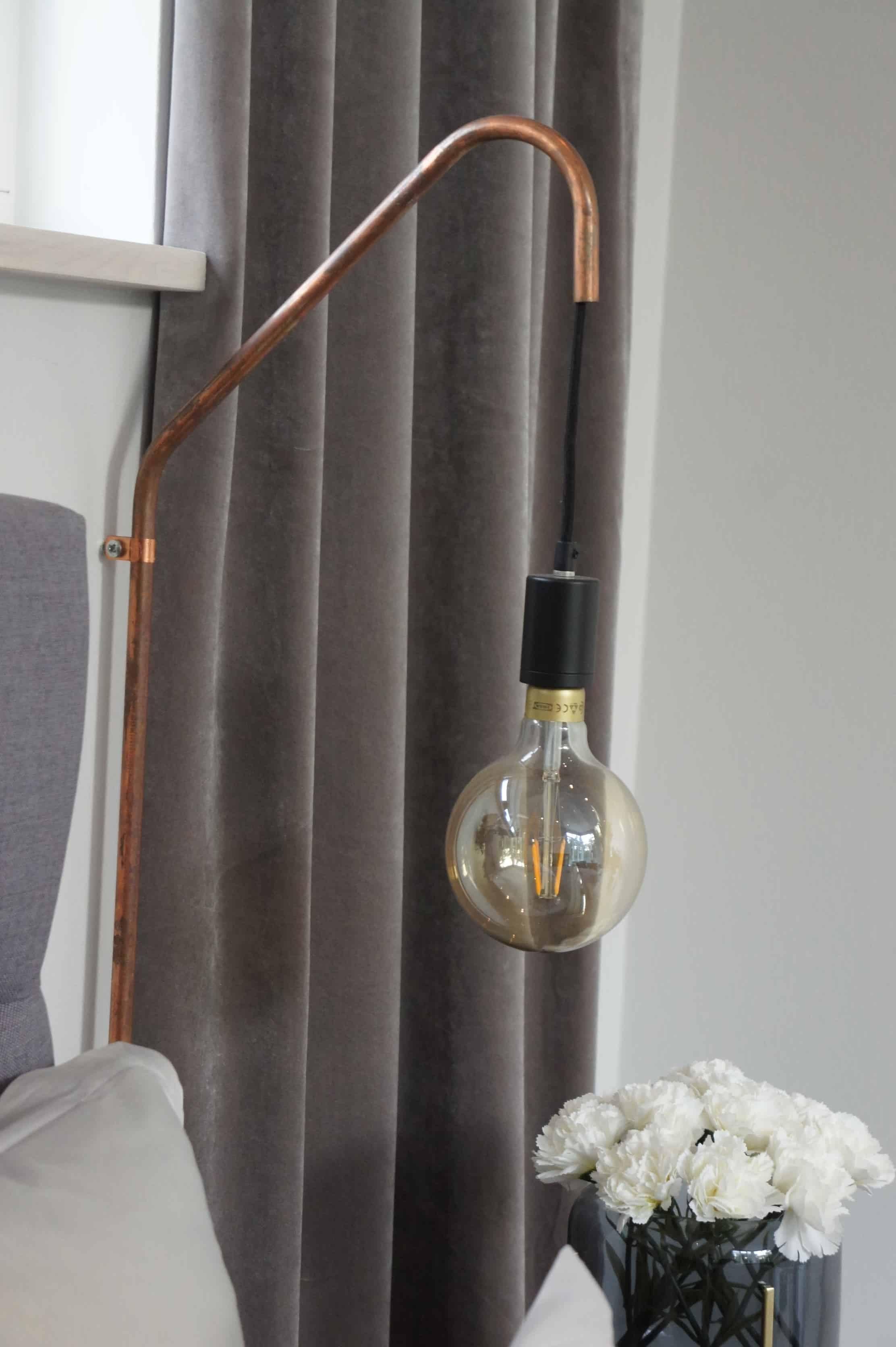 grey master bedroom sovrum sammet hemtex koppar lampa